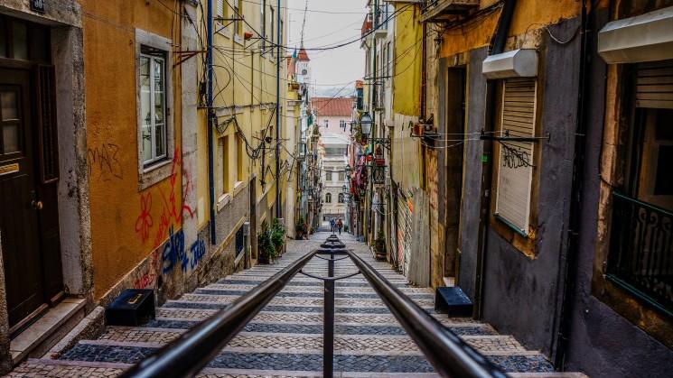 Rapariga solteira procura casa em Lisboa para relação séria.